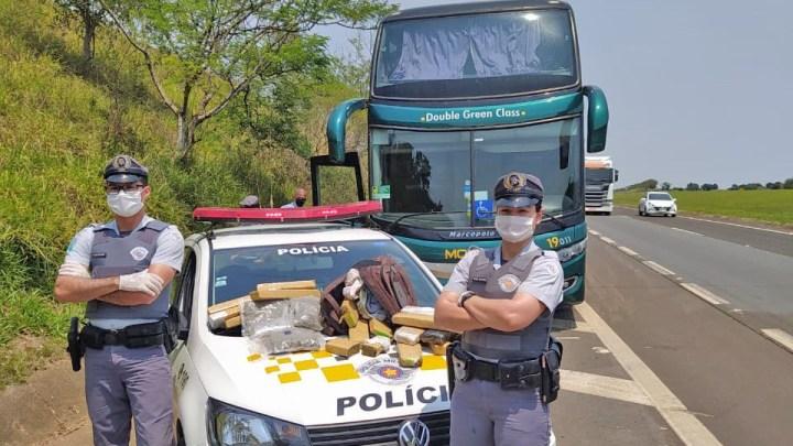 SP: Polícia Rodoviária apreende passageiro de ônibus com entorpecentes na Rodovia Castello Branco