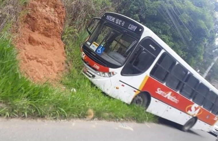 RJ: Acidente com ônibus da Santo Antônio em Barra do Piraí chama atenção