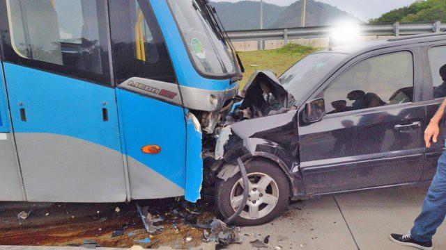 Rio: Motorista morre após bater em ônibus do BRT no corredor Transolímpica