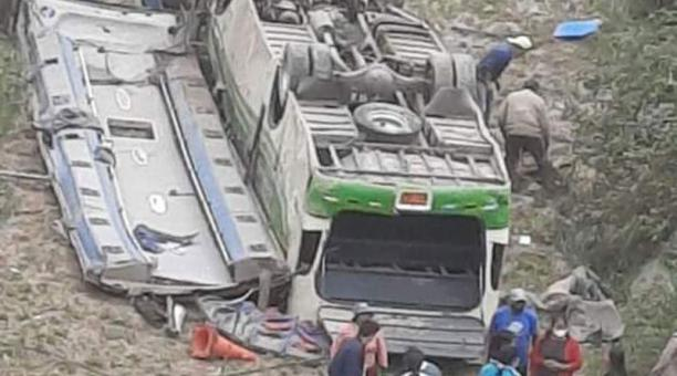 Equador: Acidente com ônibus deixa seis mortos e 14 feridos em Salcedo