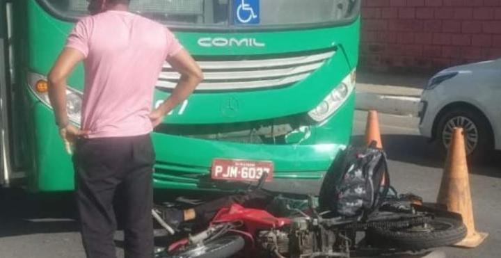 Acidente entre moto e ônibus deixa um morto em Salvador nesta quinta-feira