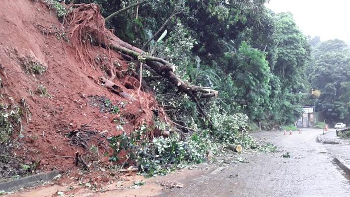 RJ: Serra de Petrópolis volta ser fechada pela Concer por conta de deslizamento de talude