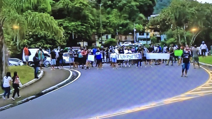 Vídeo: Protesto fecha a Rio x Santos em Angra dos Reis nesta segunda-feira