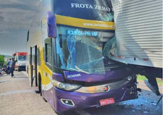 TO: Engavetamento na BR-153 deixa motorista de ônibus ferido