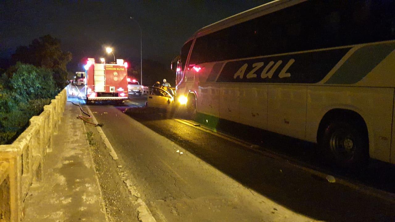 RS: Acidente entre carro e ônibus deixa um morto em Arroio do Meio