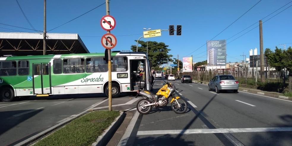 SP: Ônibus atinge motociclista em frente a terminal em Sorocaba