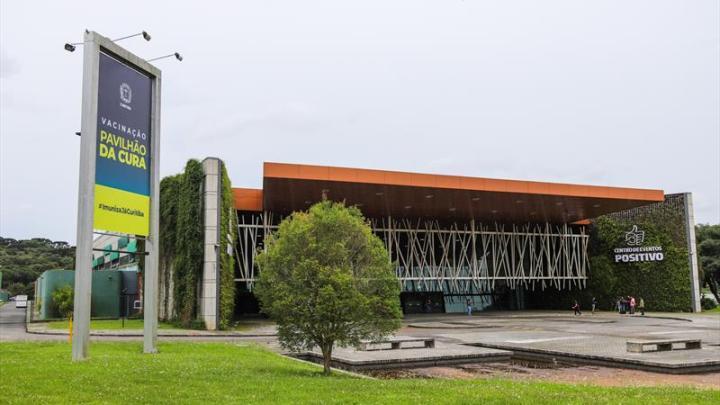 Curitiba anuncia linha especial de ônibus para vacinação da Covid-19