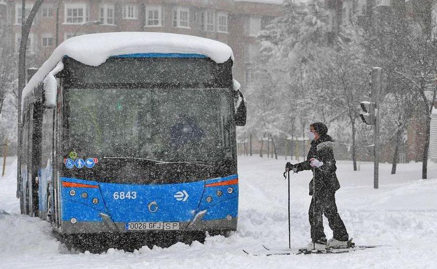 Espanha é paralisada com  forte nevasca nos últimos dias