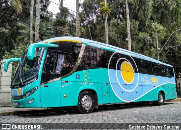 Rio: Torcedores do Fluminense recebem ônibus com protesto por derrota do time