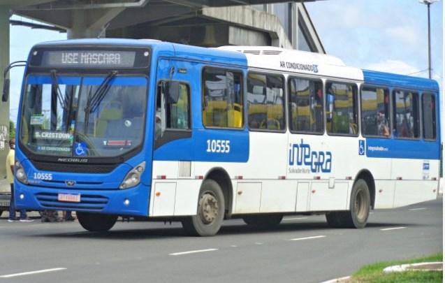 Vídeo: Ônibus é incendiado nesta quarta-feira no bairro de São Cristóvão em Salvador