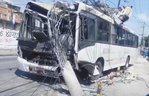 Rio: Acidente com ônibus em Madureira chama atenção – Vídeo