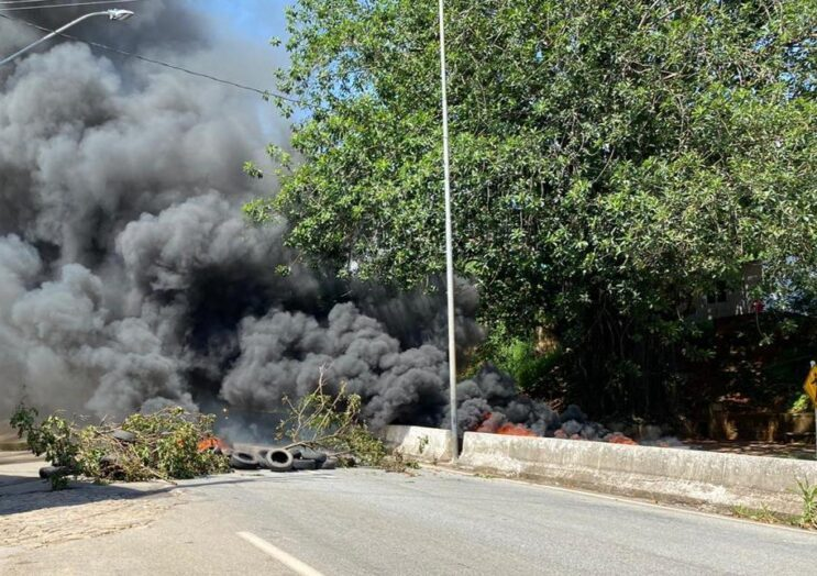 MG: Manifestante fecham a BR-381 em Nova Era