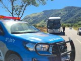 RJ: PM intensifica patrulhamento na RJ-106 após ônibus da 1001 serem assaltados
