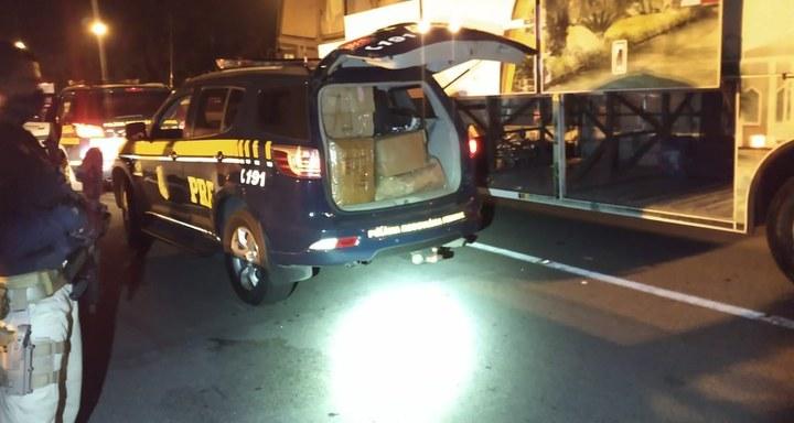 SP: PRF apreende mais de 3 mil peças falsificadas com passageira de ônibus na Régis Bittencourt