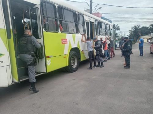 Manaus: Polícia Militar detém quatro envolvidos em furto em ônibus do transporte coletivo