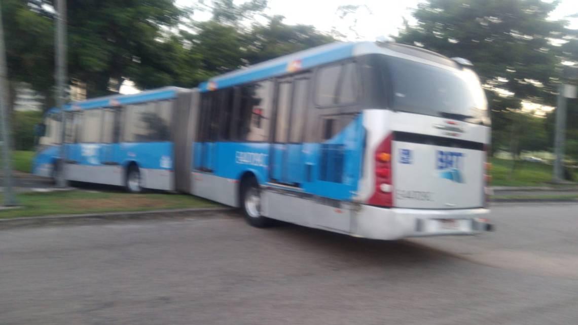 Rio: Ônibus do BRT enguiça próximo do Terminal Aroldo Melodia da  Ilha do Fundão