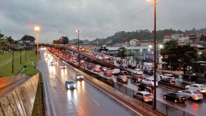 São Paulo: Chuva no fim da tarde complica o trânsito na capital e em cidades da região metropolitana