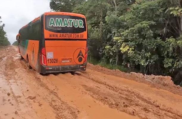 Vídeo: Conheça a triste realidade de quem precisa viajar pela BR-319 que liga Manaus até Porto Velho