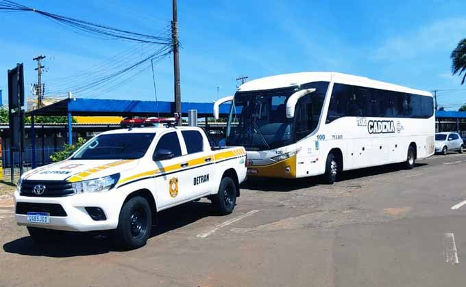 MS: Fiscalização do Detran flagra ônibus com estrangeiros em Campo Grande