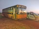 PR: Polícia Militar apreende ônibus escolar com 400 caixas de cigarros em São Jorge do Patrocínio