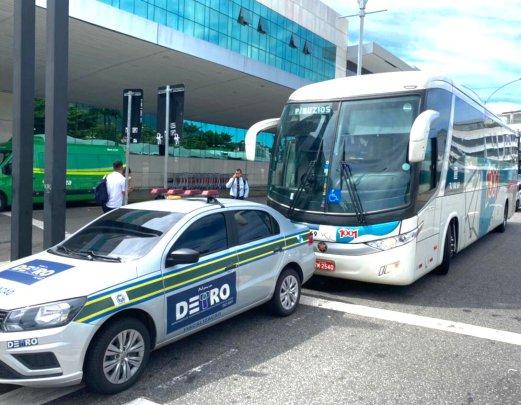 Rio: DETRO multa ônibus da 1001 no aeroporto Santos Dumont por fazer linha irregular