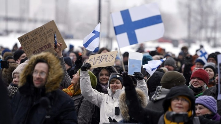 Europa registra vários protestos contra medidas de prevenção à Covid-19. Transportes ainda possui restrições em várias regiões