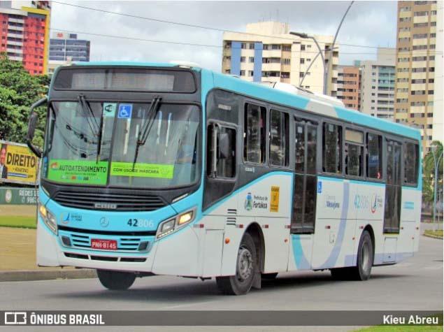 Fortaleza: Passageiro entra em luta corporal com assaltante de ônibus e acaba baleado no bairro Aerolândia