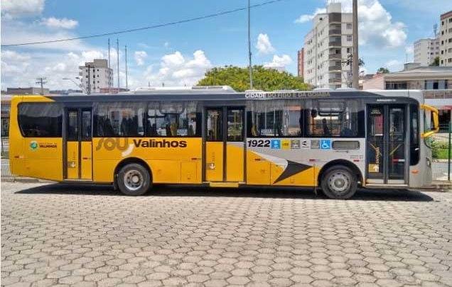 SP: Moradores de Valinhos reclamam de ônibus lotados e aglomerações em terminais