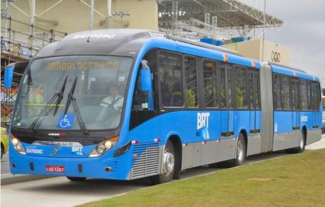 Vídeo: Rio começa o super feriadão com ônibus lotados e muita aglomeração de passageiros