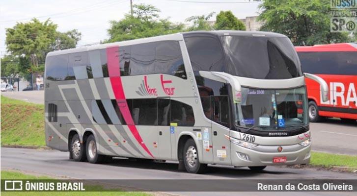 SP: Time do São Paulo é recebido com protesto e pipoca em ônibus na cidade de Limeira