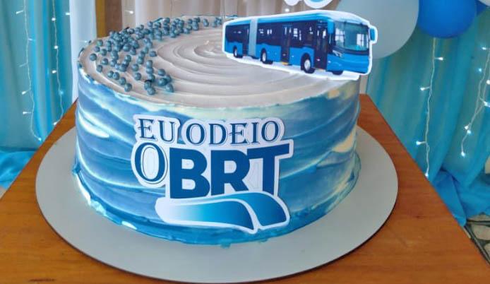 Problemas do BRT Rio vira tema de aniversário e viraliza na internet