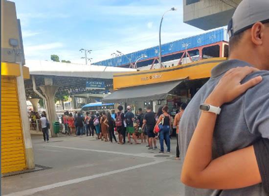 BRT Rio registra problemas, aglomerações e filas longas nesta quarta-feira