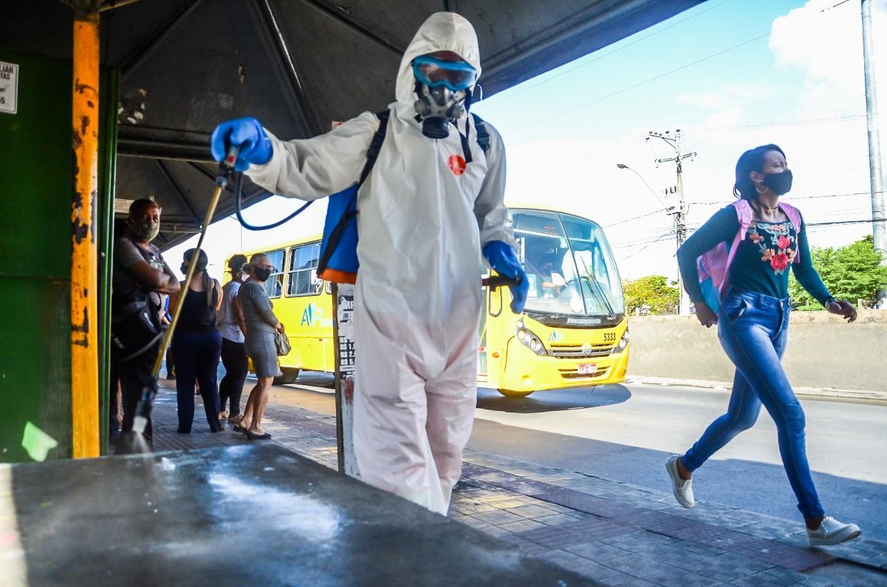 Aracaju intensifica desinfecção nos terminais de integração de ônibus para tentar conter a Covid-19