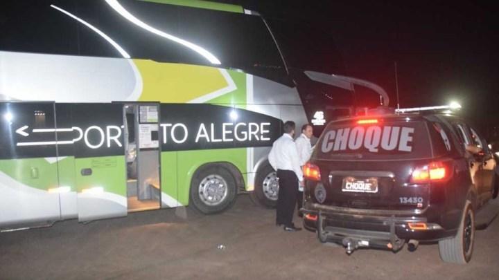 PR: Bandidos assaltam ônibus da Brasil Sul em Mandaguari e fogem ao trocar tiros com a Polícia