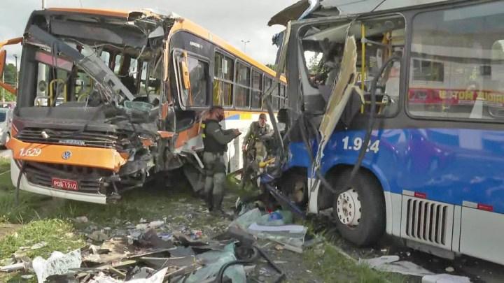 PE: Acidente entre ônibus e BRT deixa 11 feridos entre Olinda e Paulista nesta manhã