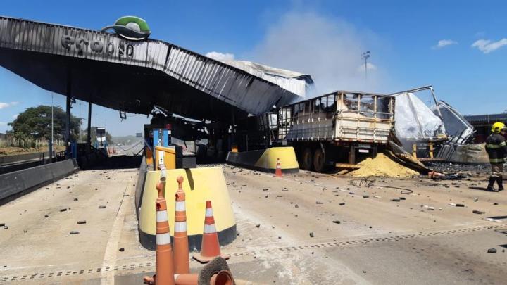 Vídeo: Acidente com carreta deixa 4 mortos e 8 feridos na praça de pedágio da Eco 050 em Campo Alegre de Goiás