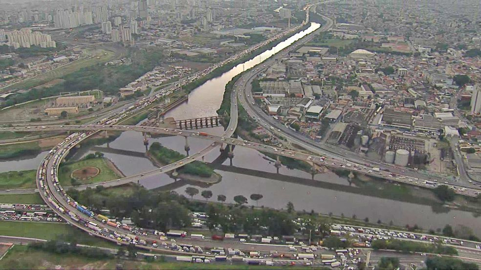São Paulo: Manifestação fecha Marginal Tietê no sentido Ayrton Senna nesta manhã – Vídeo