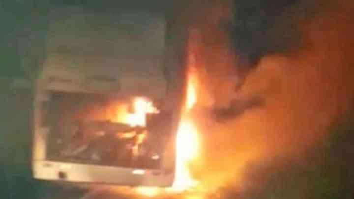 Araçatuba: Ônibus com sacoleiros pega fogo na Rodovia Marechal Rondon