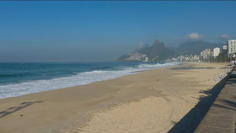 Rio tem sábado de sol e praias vazias. Ônibus circulam normalmente durante as novas restrições na capital