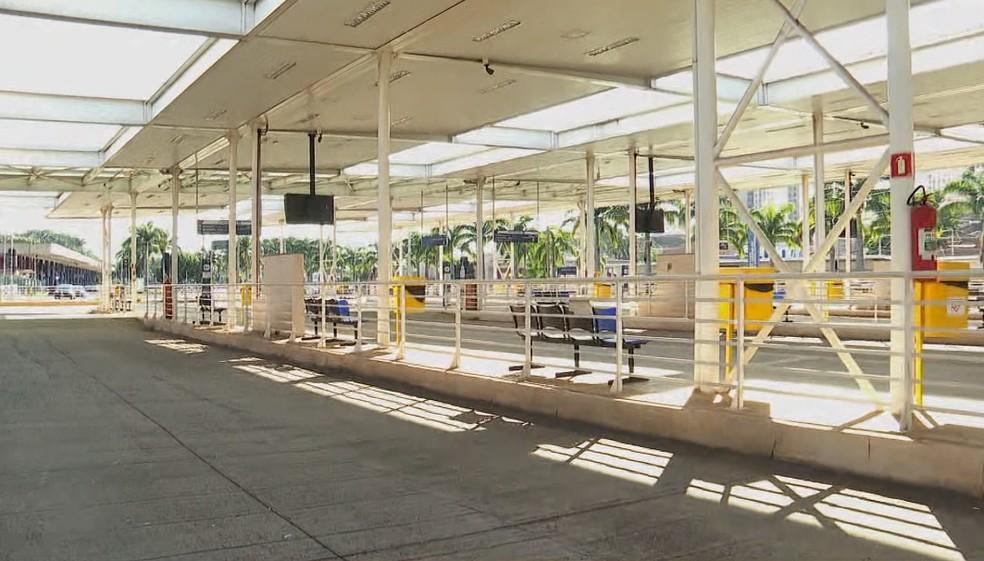 SP: Sem ônibus circulando, profissionais de Ribeirão Preto usam o transporte alternativo durante lockdown parcial