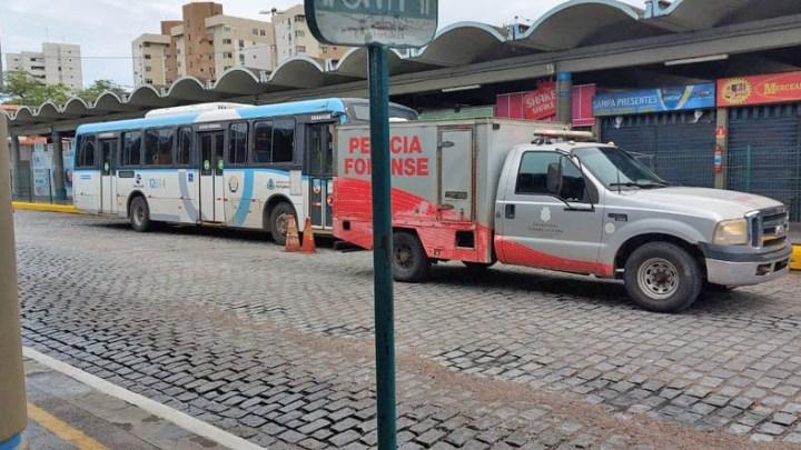Passageiro morre dentro de ônibus em terminal de Fortaleza diz Etufor