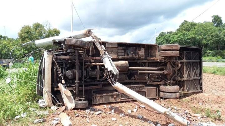 Teresina: Micro-ônibus tomba na BR-343 e deixa sete feridos nesta segunda-feira
