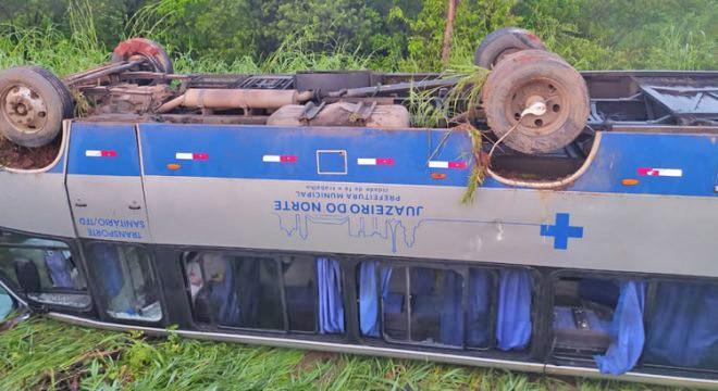 CE: Micro-ônibus capota e deixa feridos na região do Cariri na rodovia CE-386