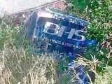 RJ: Micro-ônibus da BHS Turismo cai em ribanceira em Petrópolis