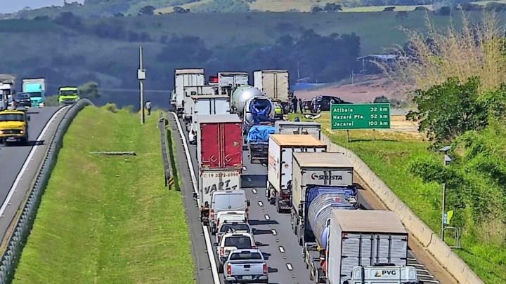 SP: Rodovia Dom Pedro I segue é liberada ao tráfego, após acidente em Itatiba