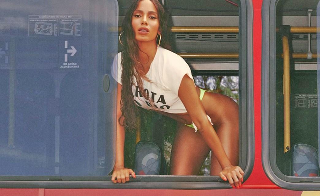 Anitta convida amigos e seguidores para assistir seu novo clipe Girl From Rio