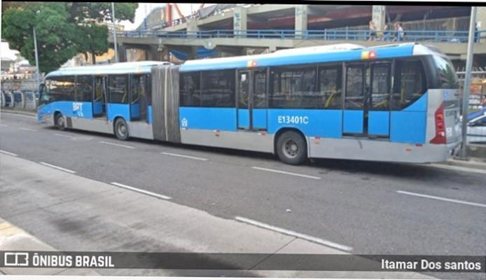 Vídeo: Sexta-feira registra problemas em ônibus e aglomerações nas estações do BRT Rio