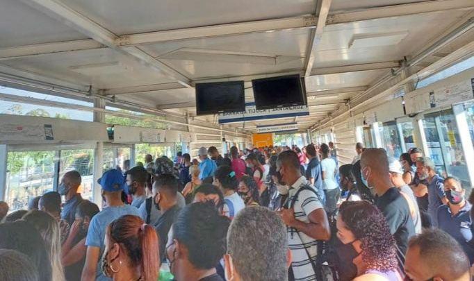 BRT Rio segue com passageiros aglomerados pelo segundo dia consecutivo nesta semana