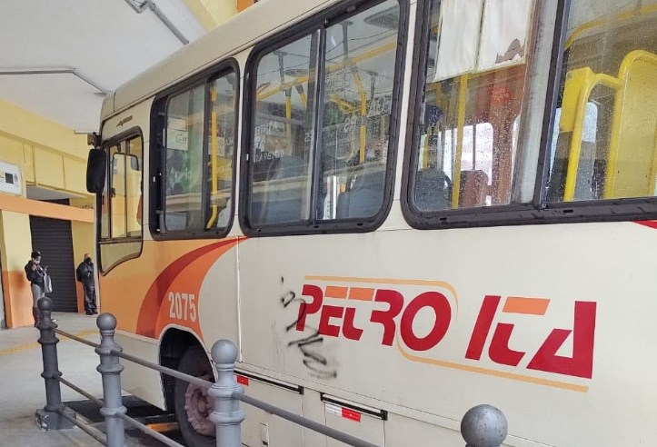 RJ: Vandalismo em ônibus na cidade de Petrópolis preocupa passageiros e empresários