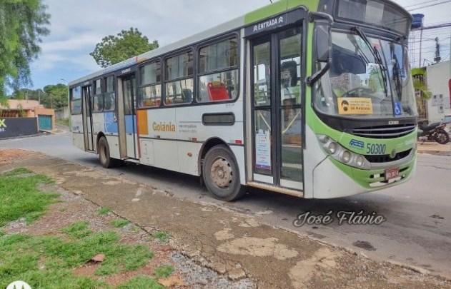 Vídeo: Ônibus atropela criança que usava moto infantil em Goiânia